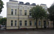 Фасад здания Smart Boutique Hotel. Вход с улицы Суворова